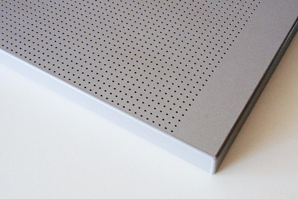 Die Platte kann auch auf Mass mit umlaufenden ungelochten Rändern hergestellt werden: