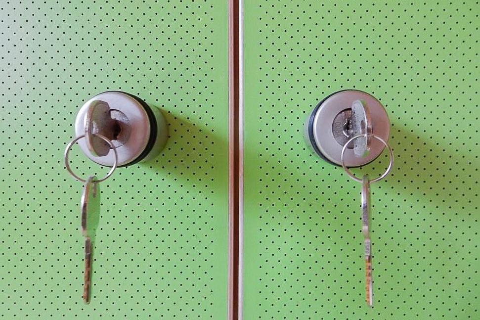 Schalldämmende Akustikfront für z. B. Möbeltüren und Möbelelemente